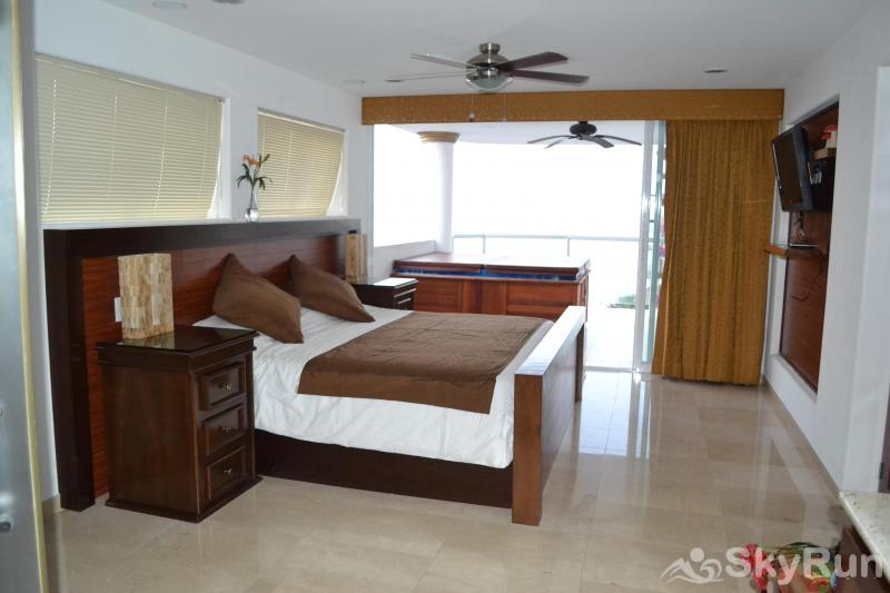 Spectacular Penthouse OceanView 1BDR | Outdoor Pool, PRME Location Master Bedroom