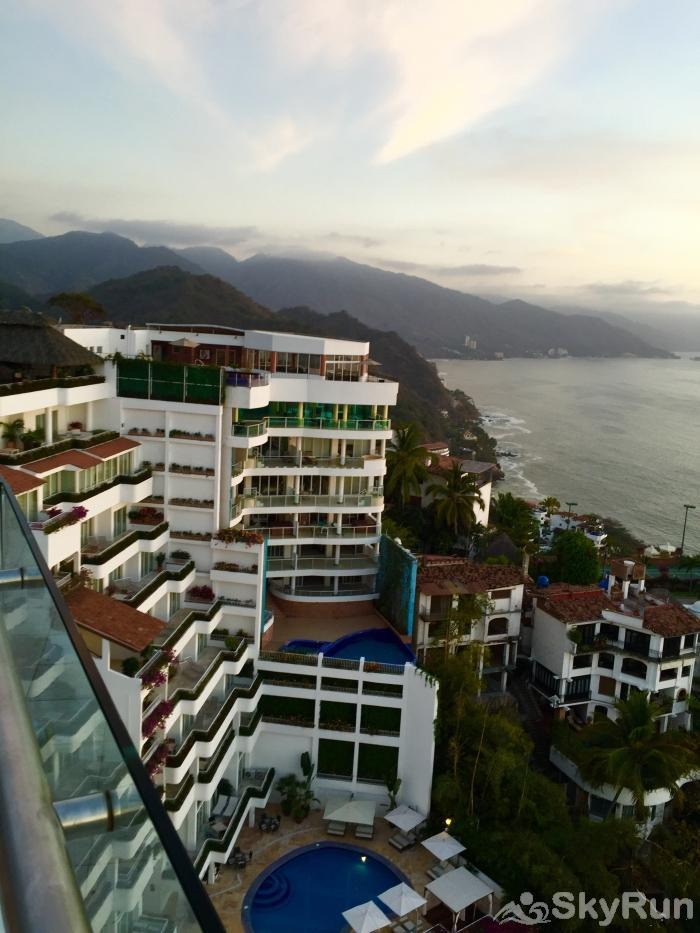 Spectacular Penthouse OceanView 1BDR | Outdoor Pool, PRME Location Spectacular Ocean view Retreat